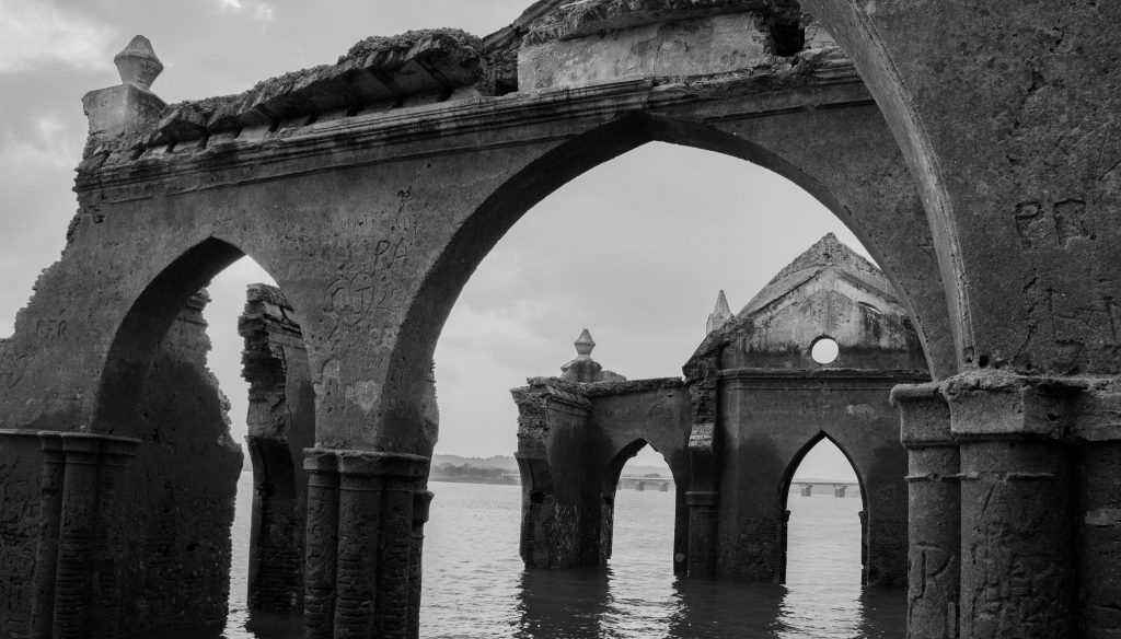 savaari-ruins-of-a-forgotten-structure-karnataka