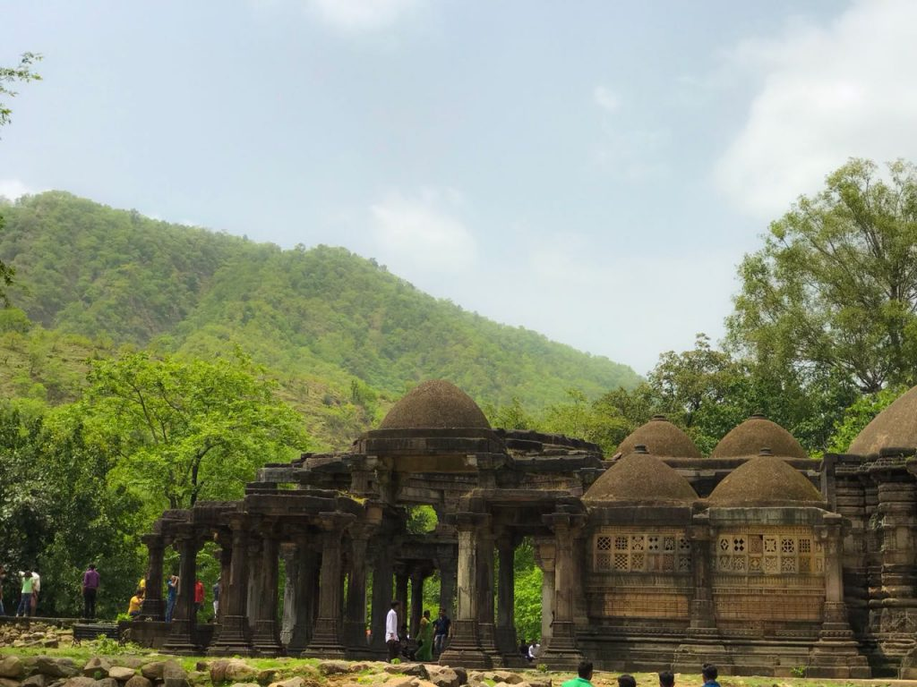 savaari-hutridurga-trek-temple-view