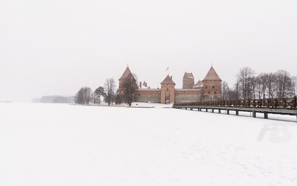 savaari-trakai-castle-in-winters