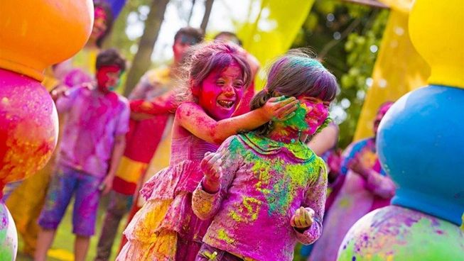 savaari-children-playing-holi