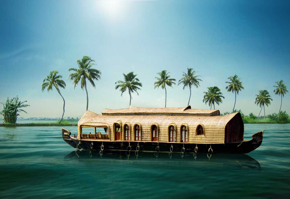 houseboats-backwaters-alleppey