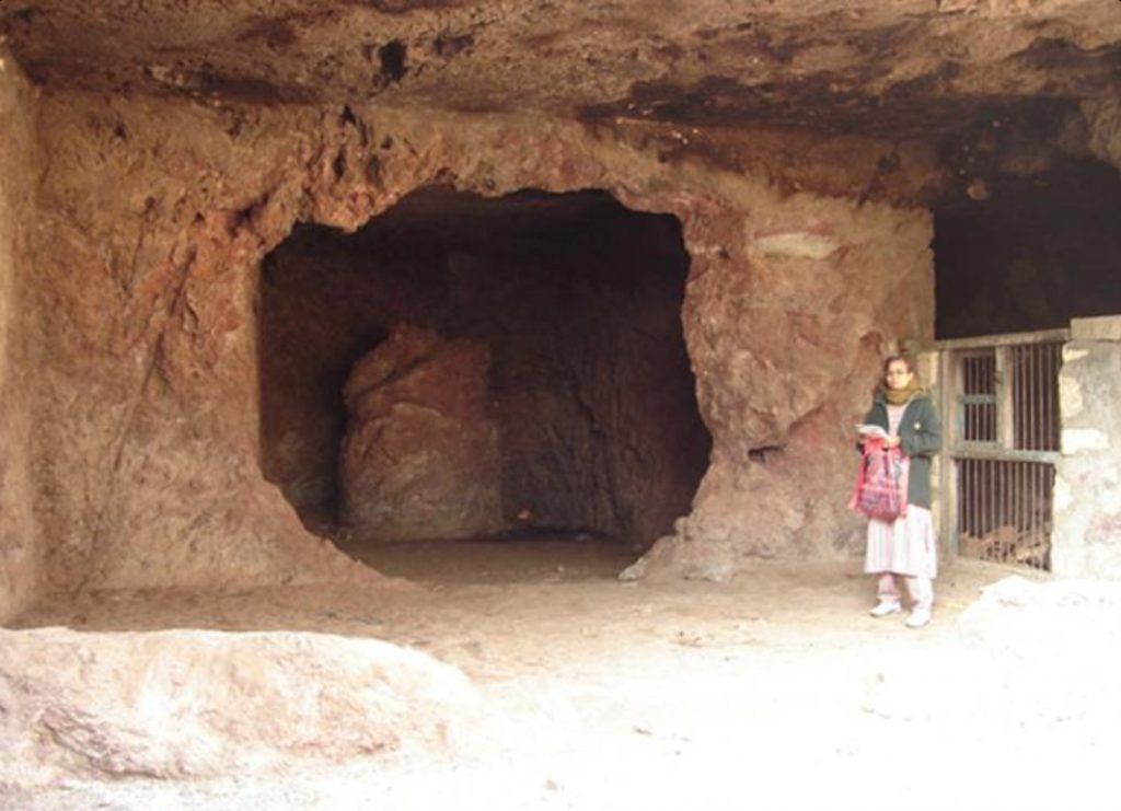 somnath-temple-things-to-do-sana-caves