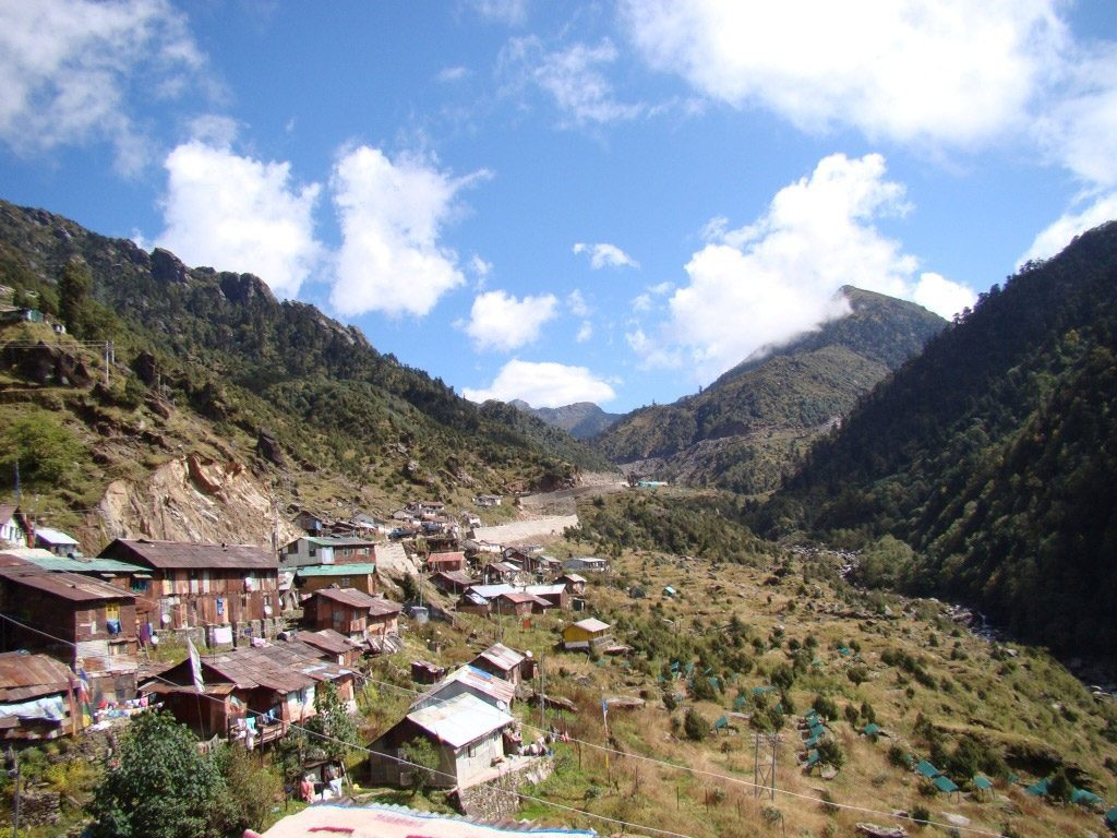 Why is Pelling a Famous Tourist Attraction